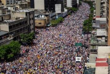 La oposición toma impulso tras la multitudinaria marcha para exigir el revocatorio