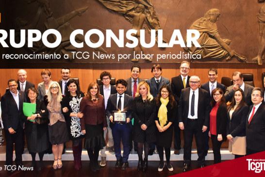Grupo Consular otorga reconocimiento a Daniel Sigua por labor periodística
