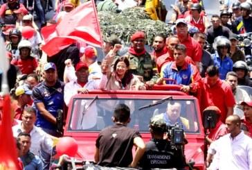 Caravana popular rinde homenaje a Hugo Chávez en Caracas