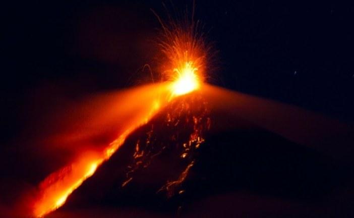 Evacuaciones y suspensión de clases por erupción en volcán de Fuego Guatemala