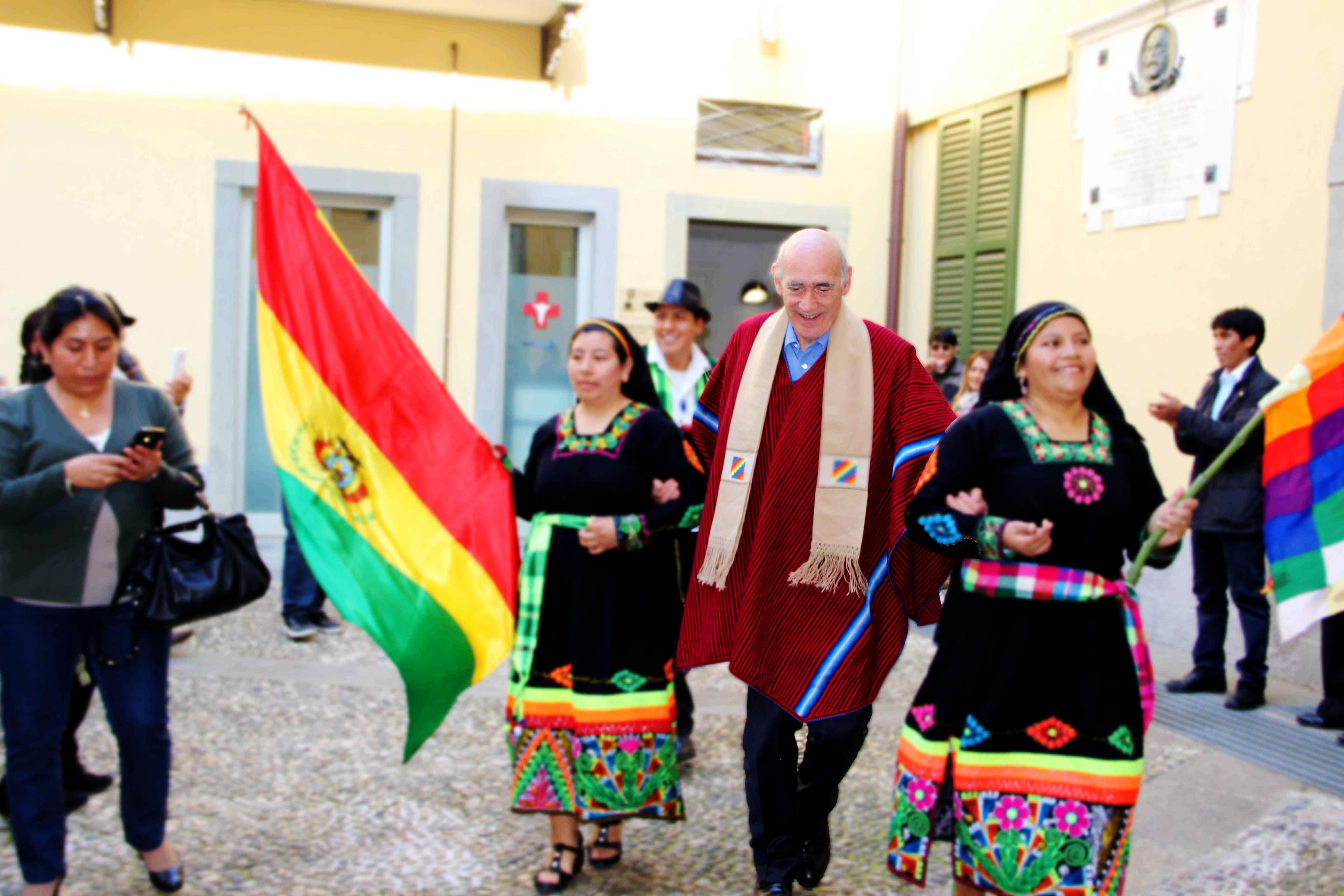 Bolivianos rindieron homenaje a Giuseppe Crippa, Ex-Cònsul Honorario de Bolivia en Bergamo