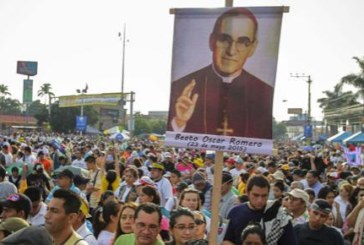 Monseñor Romero, beatificado ante 300.000 personas