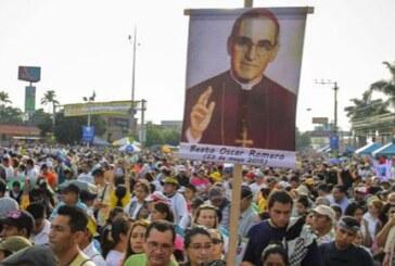 Monseñor Romero, beatificado ante 300.000 personas