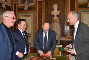 L'ambasciatore della Mongolia Shijeekhuu Odonbaatar visita Palazzo Tursi