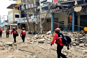 Aumentan a 413 los muertos en el terremoto de Ecuador