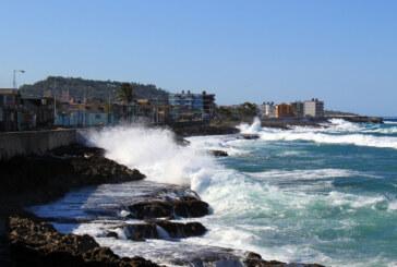 El huracán Matthew toca tierra en sureste de Cuba con vientos de 240 km/hora