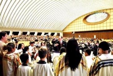 Música interpretada por jóvenes y niños bolivianos, fue escuchada por el papa Francisco