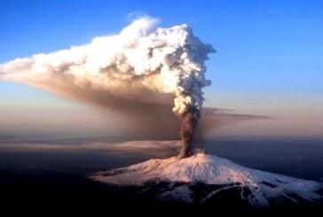 El volcán Etna despierta con una violenta explosión