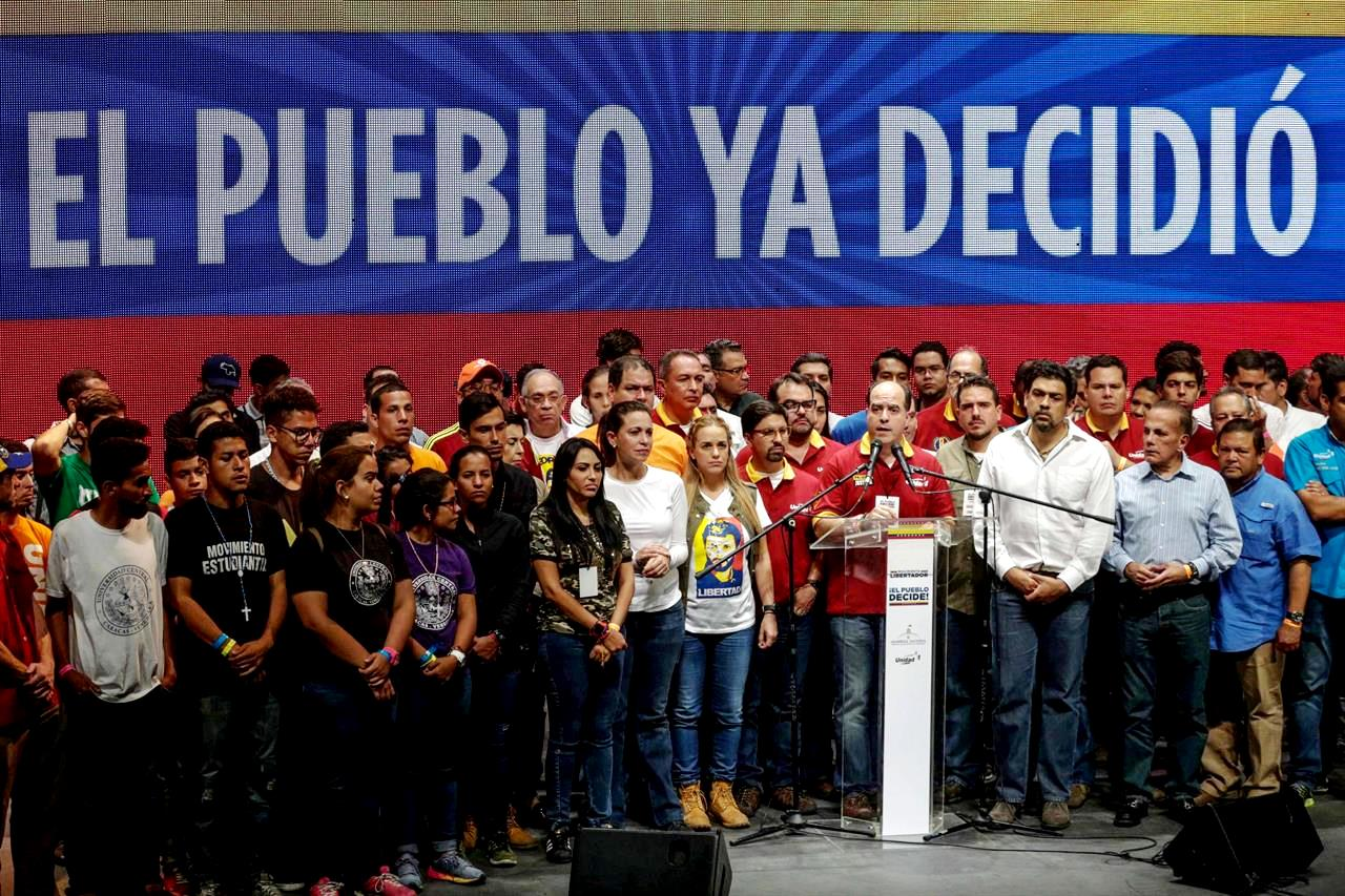 Un 98% de votantes en el plebiscito opositor rechaza la constituyente de Maduro