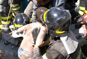 Emocionante rescate de tres hermanitos tras el sismo en el sur de Italia