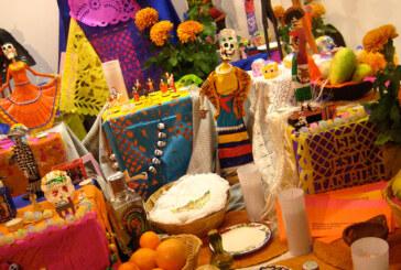 Altar de Muertos dedicado a Frida Kahlo y Gloria Fuertes en Milán