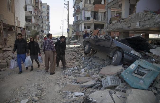 Terremoto de magnitud 7.3 entre Irak e Irán, deja más de 399 muertos