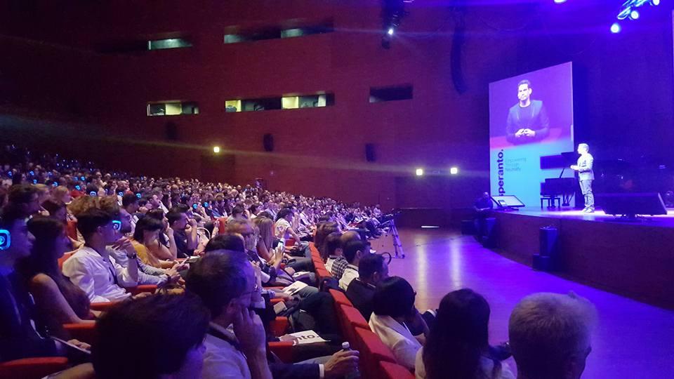 Ismael Cala conmovió al público en TEDxRoma con una conferencia sobre neutralidad y salud mental