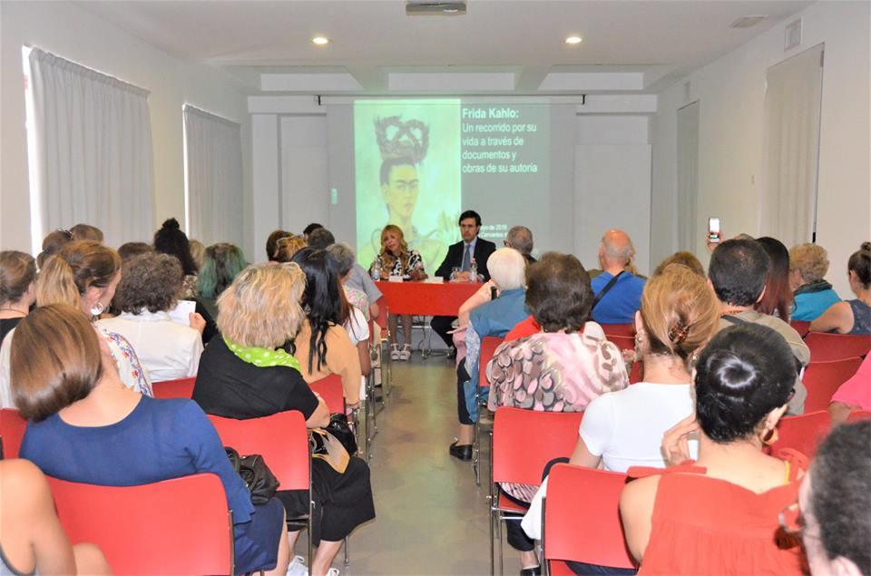 Exitosa conferencia dedicada a Frida Kahlo en Milán