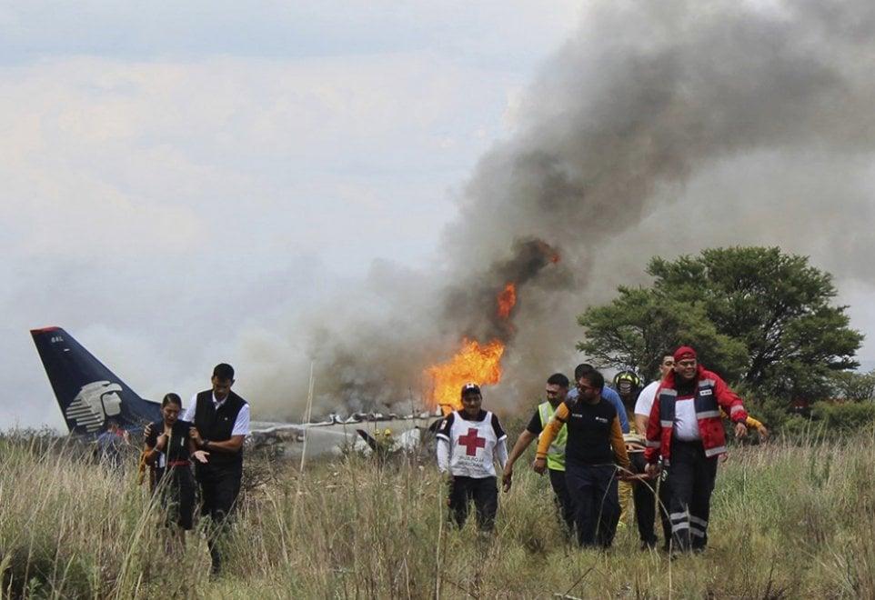 Messico, precipitato aereo con 103 persone a bordo