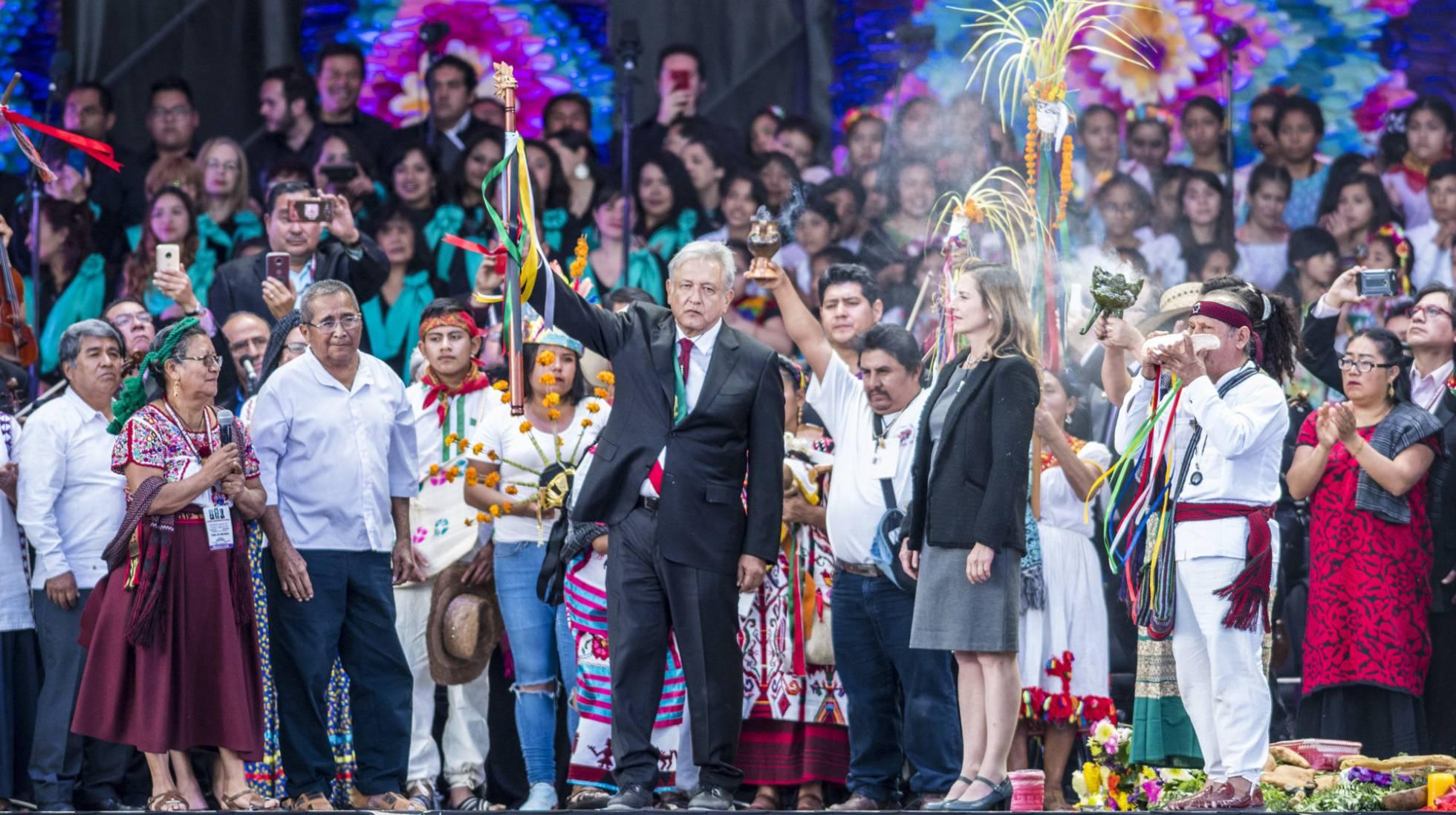 Andrés Manuel López Obrador asume la Presidencia de México