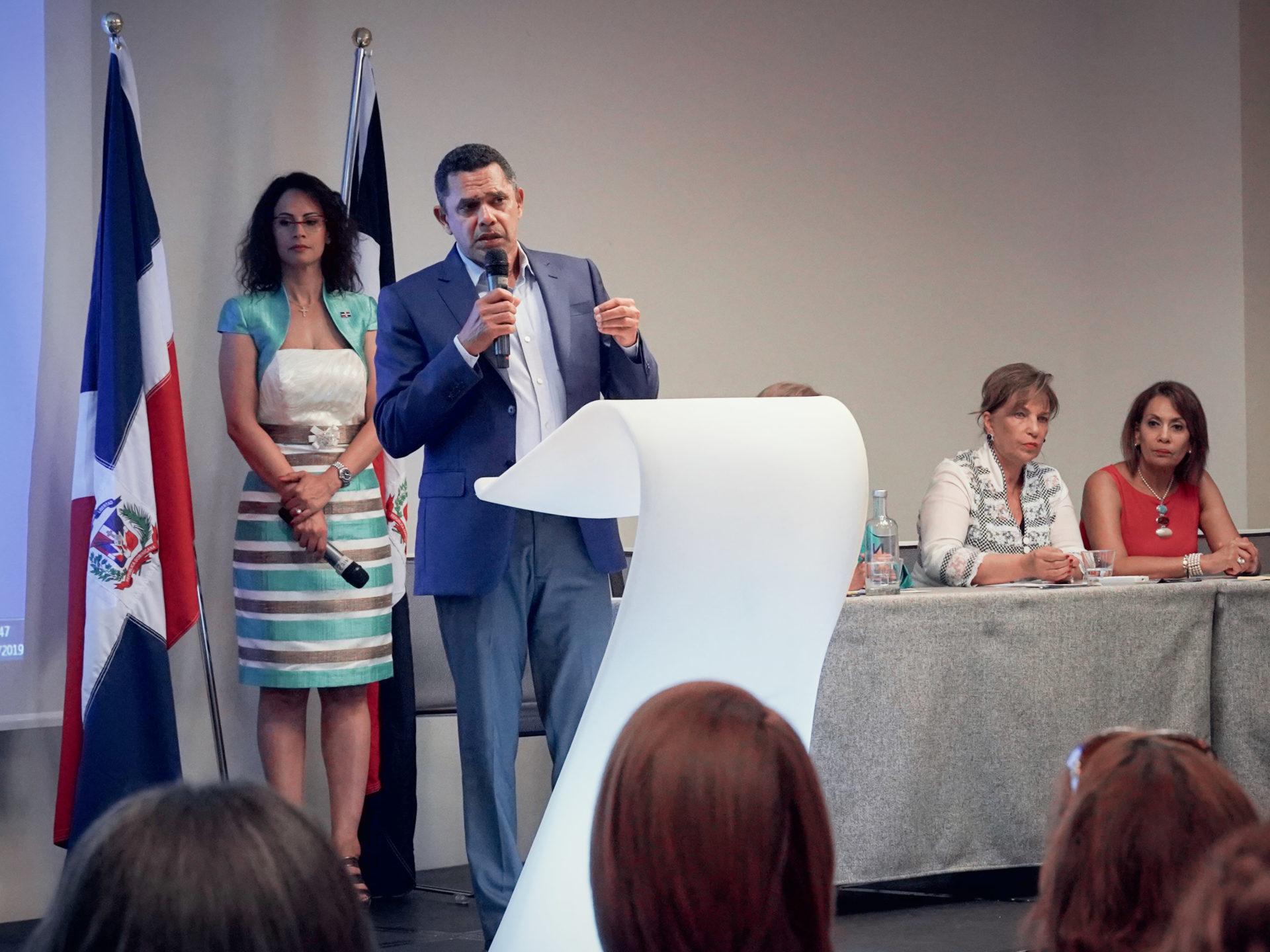 La literatura Dominicana se luce en Italia