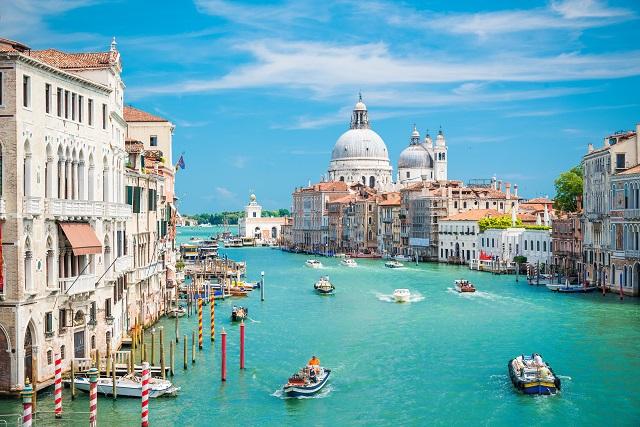 Venecia pone Límite al tráfico acuático