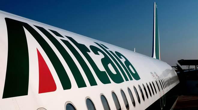 La Farnesina e Alitalia organizzano voli per gli italiani bloccati all'estero