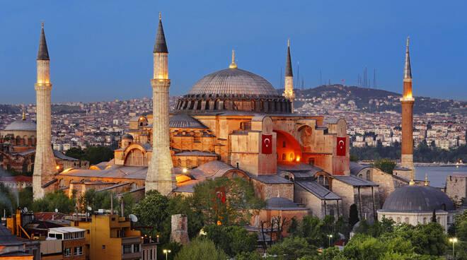 Turchia. La Basilica di Santa Sofia diventa una moschea