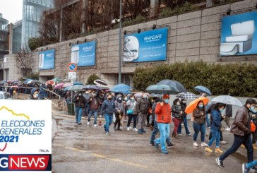 Grande affluenza degli ecuadoriani al seggio elettorale di Milano